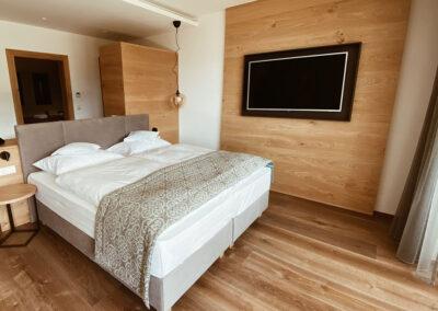 HOTEL ROOM sawdust
